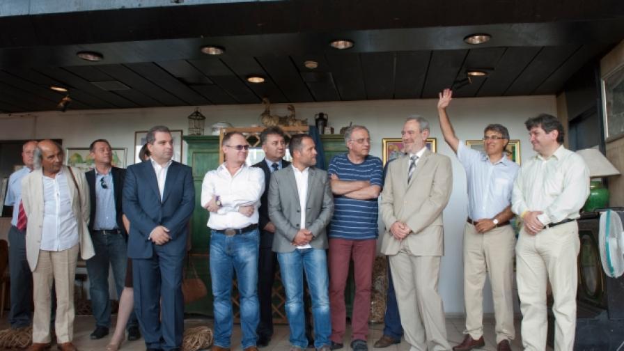 Гражданският съвет се състои от лица, дали съгласие да участват при формирането на политически решения на Реформаторския блок