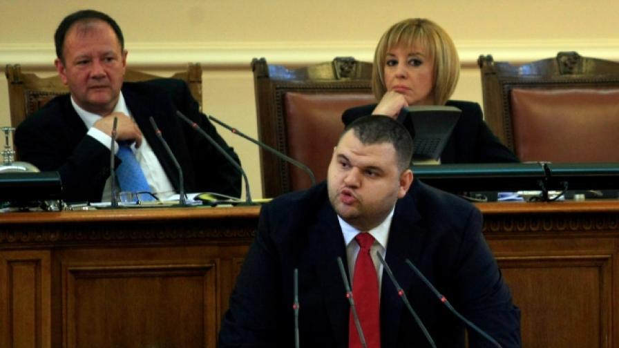 Официално: Делян Пеевски остава депутат