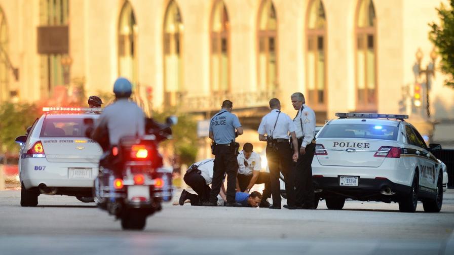 Двама разстреляха гостите на градинско парти в САЩ