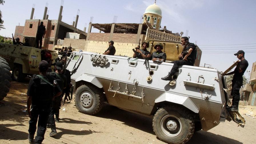 Обезвредиха две самоделни бомби в метрото на Кайро