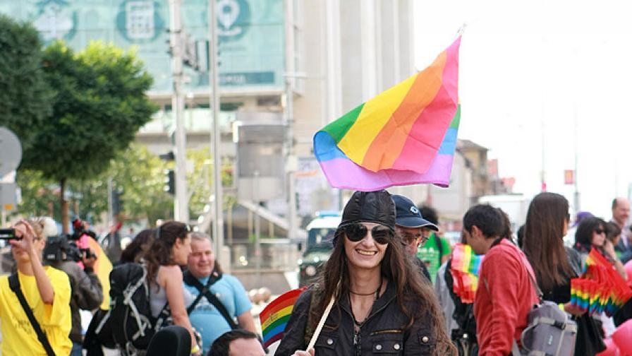 10-и гей парад, шествия срещу него