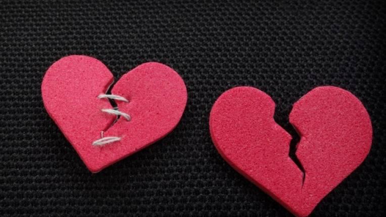 изневяра партньори връзка двойка секс изкушение интимност