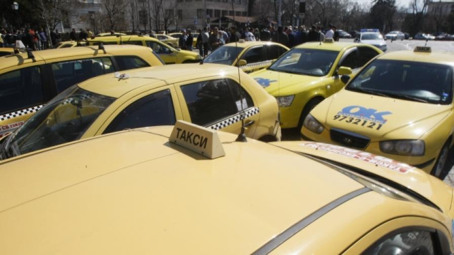 """""""Труд"""": Ще спрат ли половината таксита в София?"""