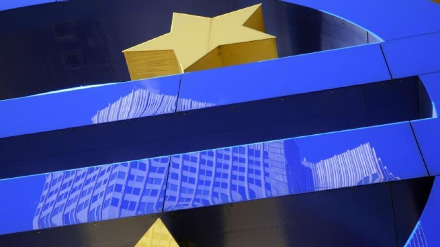 Шефът на ЕСМ: Гърция ще има нужда от трети спасителен пакет