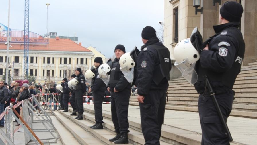 На 100 хиляди души у нас се падат 398 полицаи