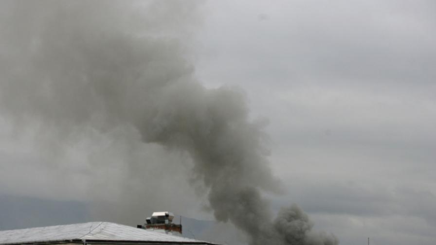 Пожар избухна в пристройка в центъра на София