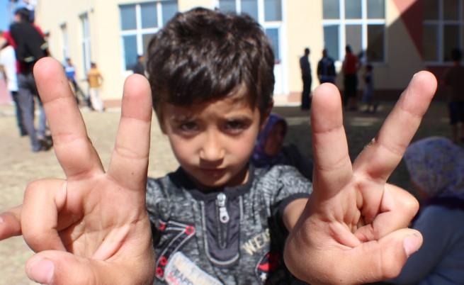 Децата на бежанците ще учат български, после тръгват на училище у нас