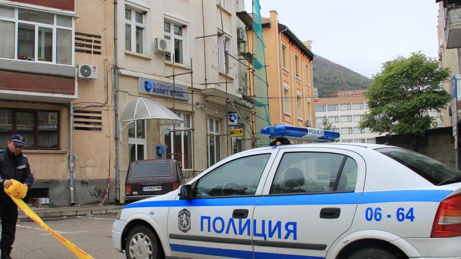 Издирват бивш служител на МВР за обира във Враца