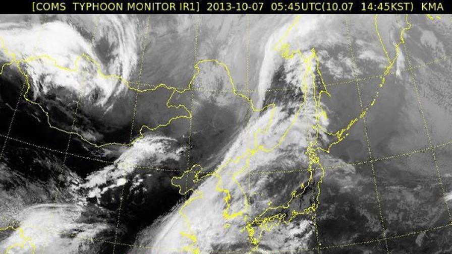 """Тайфунът """"Фитоу"""" удари Китай с ветрове от 200 км/ч"""