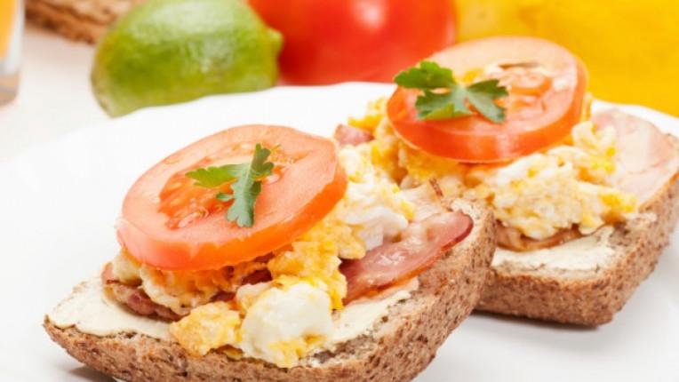сандвичи закуска варени яйца масло сирене лесно приготвяне
