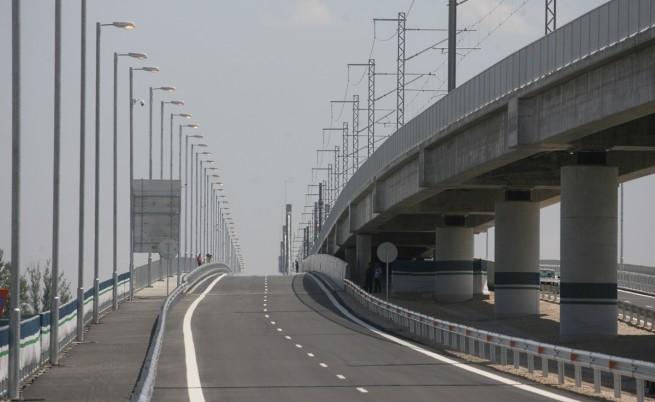 """Шофьори се оплакват от дупките на """"Дунав мост 2"""