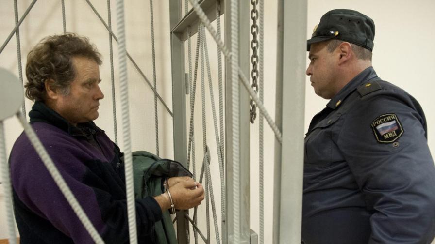 """Капитанът на кораба на """"Грийнпийс"""" остава в ареста"""