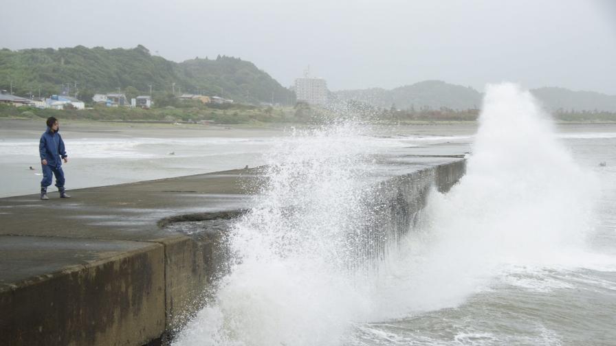 Япония се готви за най-мощния тайфун от 10 години насам
