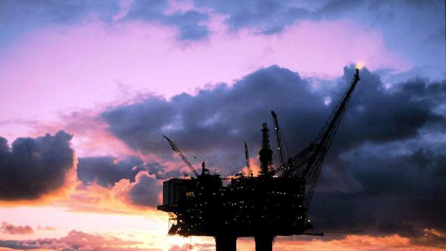 Петролът отстъпи в САЩ