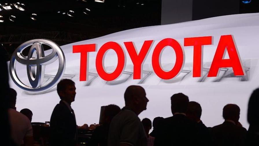 Тойота изтегля 885 000 коли с дефектни въздушни възглавници