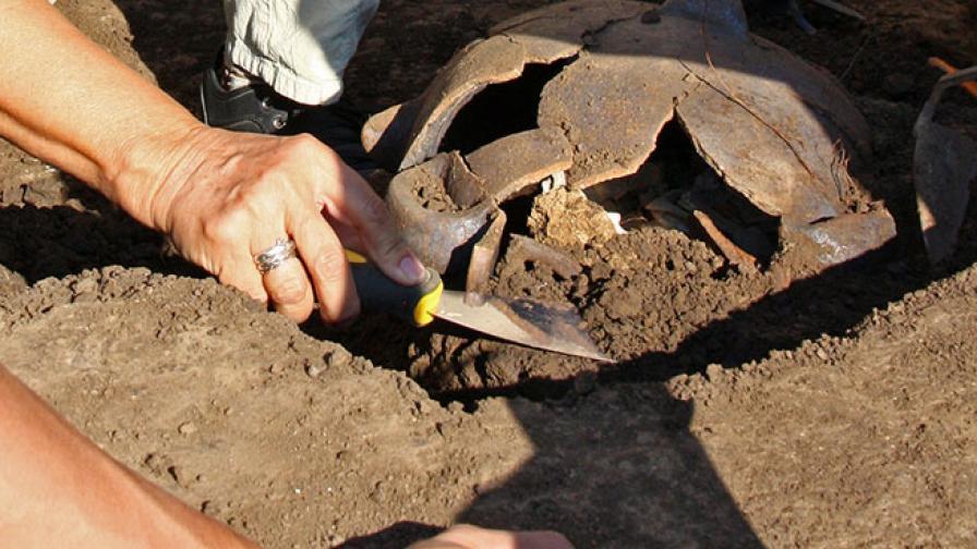 Археолози откриха погребение на дете и воин оракул край Приморско