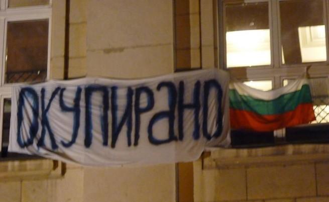 Студенти окупираха отново Ректората, искат оставки