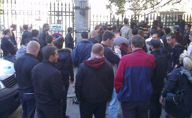Контрапротестиращи пробиха окупацията на СУ