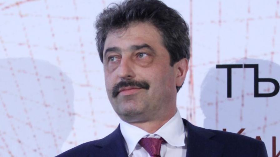Ройтерс: Цветан Василев иска да купи банка в Австрия
