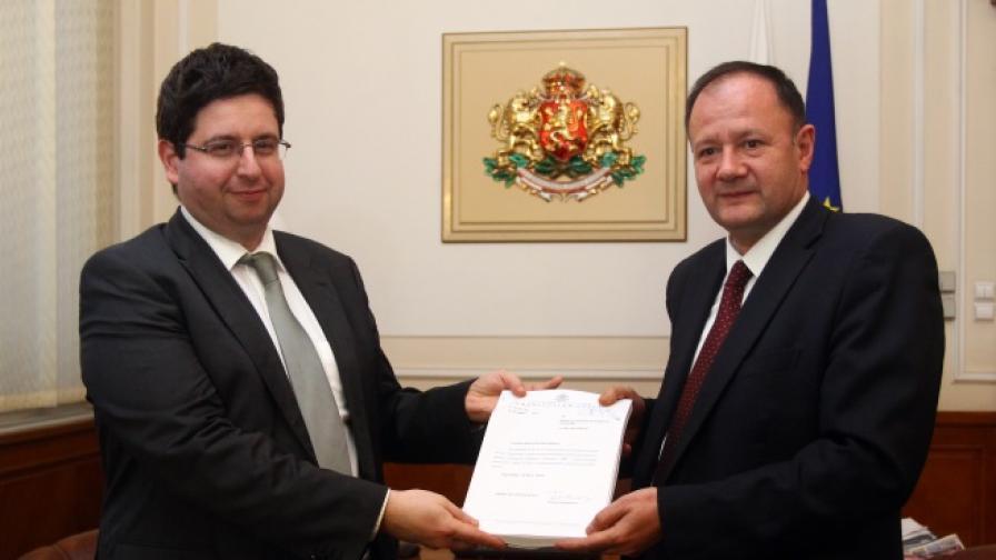 Чобанов внесе бюджет 2014 в Парламента