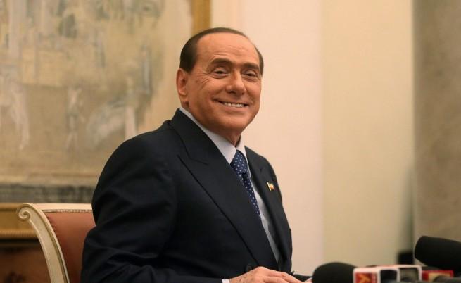 Берлускони се оженил тайно?