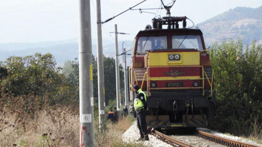 53-годишна жена и бебе - жертви на удар на кола и влак