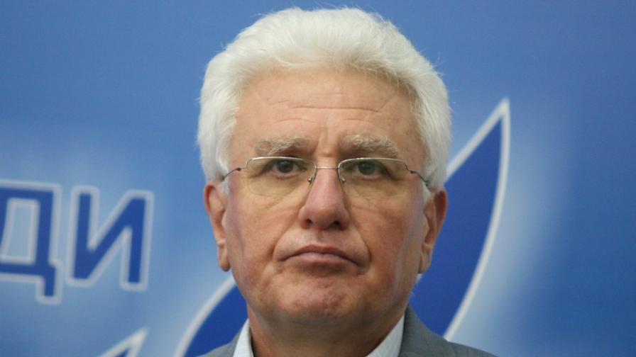 Гласуват оставката на Бисеров днес