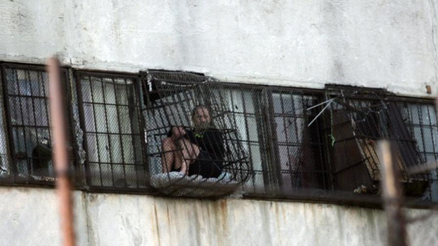 Надзиратели от няколко затвора на предупредителен протест