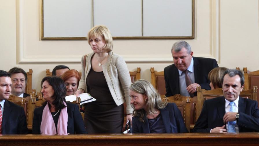 Десетима министри отговарят на депутатски питания