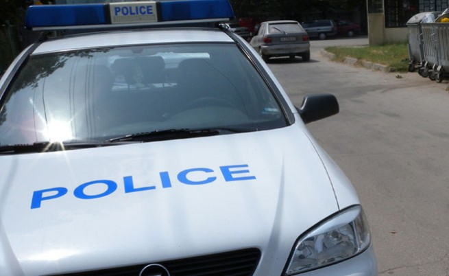 Челен удар между кола и камион на Е-79, загина човек