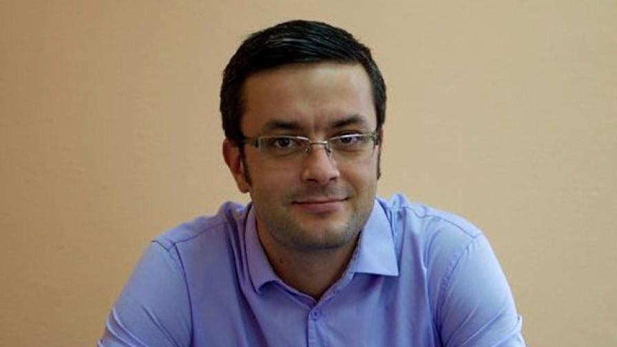 """Тома Биков: Бисеров е """"обезглавен"""" от Доган"""