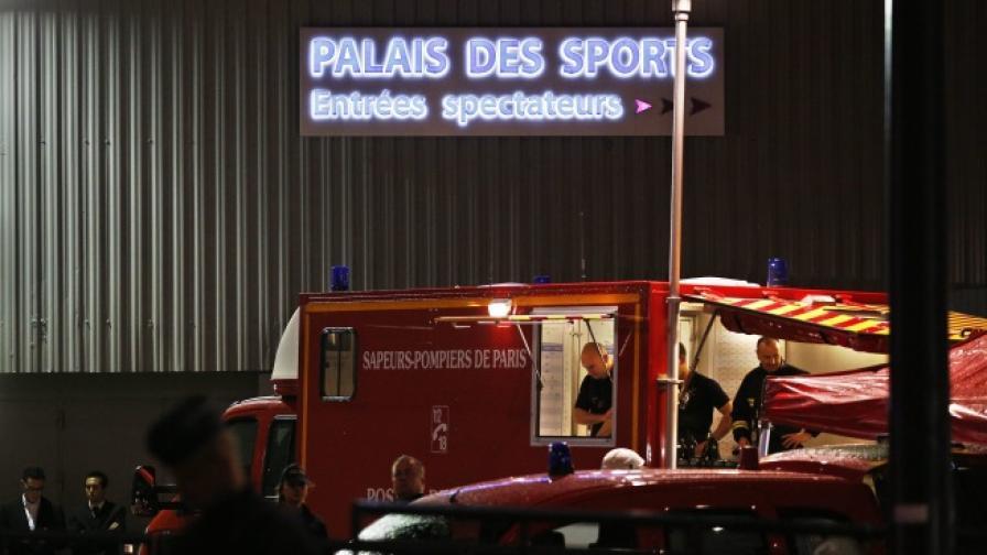 Експлозия на реквизит в парижки театър уби жена и рани 14 души
