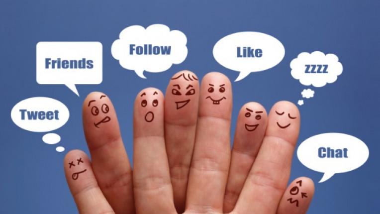 Фейсбук семейство интернет общуване шпиониране личен живот роднини