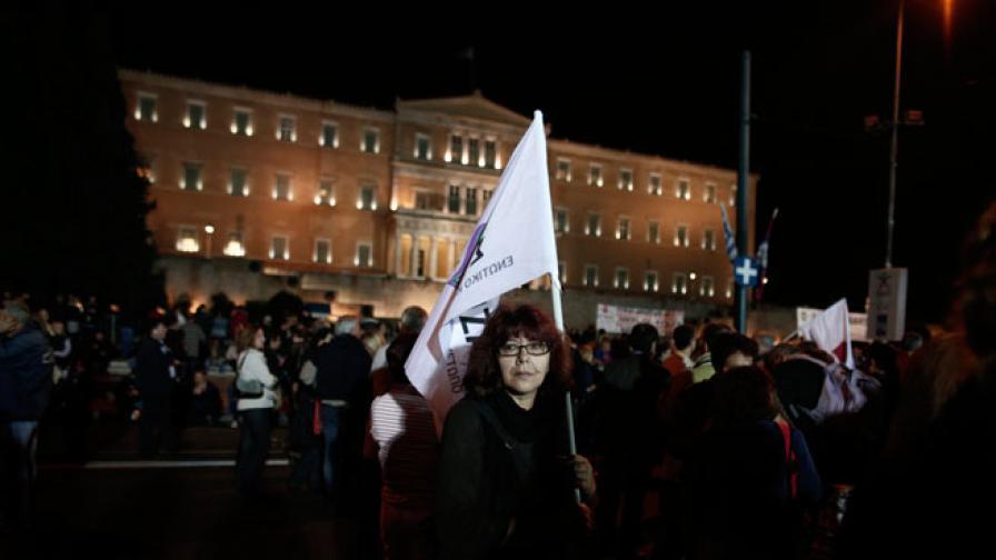 Гръцкото правителство оцеля при гласуване на недоверие