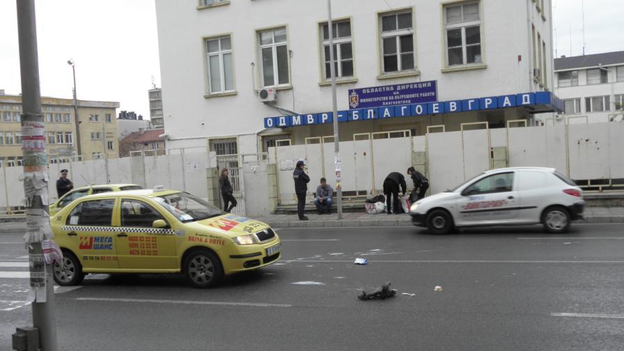 Благоевград: Такси блъсна две жени на зебра пред РПУ