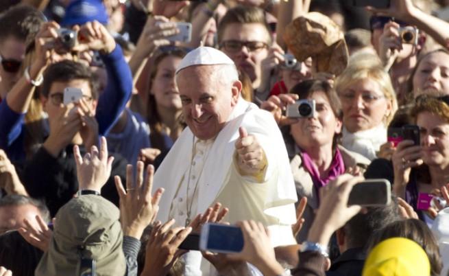 Папа Франциск: Нека църквата е мръсна и контузена, но да бъде на улицата