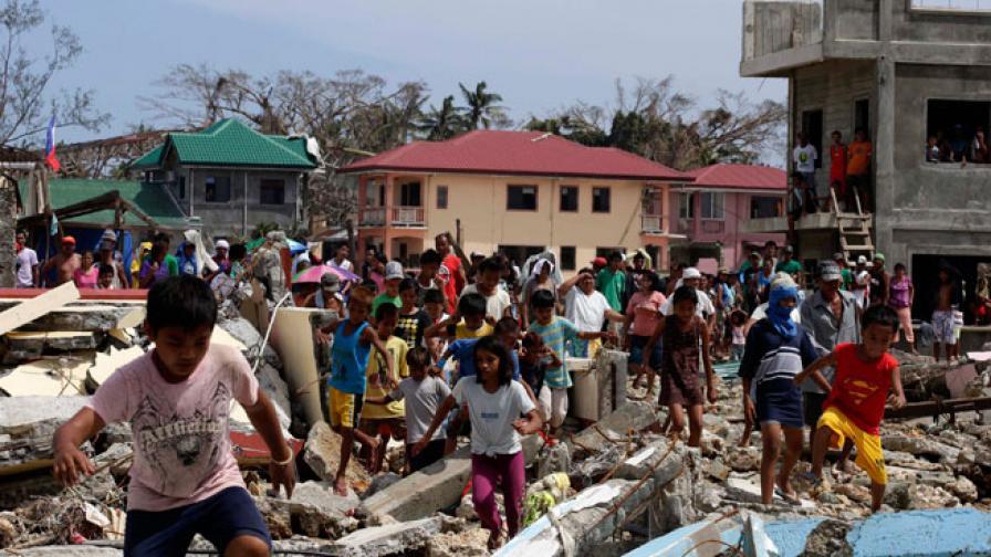 И природата, и хората отговорни за трагедията във Филипините