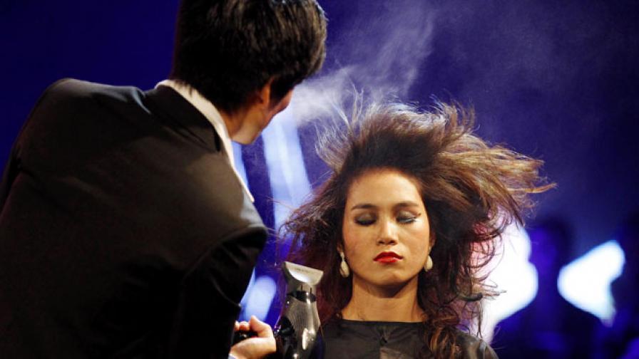 Жените по-дълго с един фризьор, отколкото с един мъж