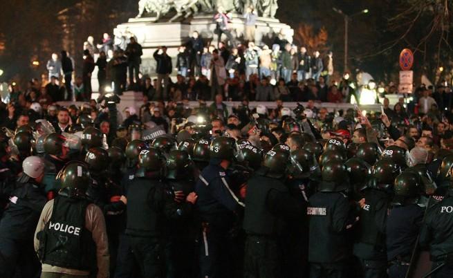 Напрежение и сблъсъци и на вечерния протест в София