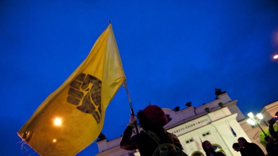 Полицията ограничи достъпа до площада пред Парламента