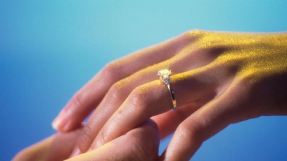 Кога жените очакват годежен пръстен?