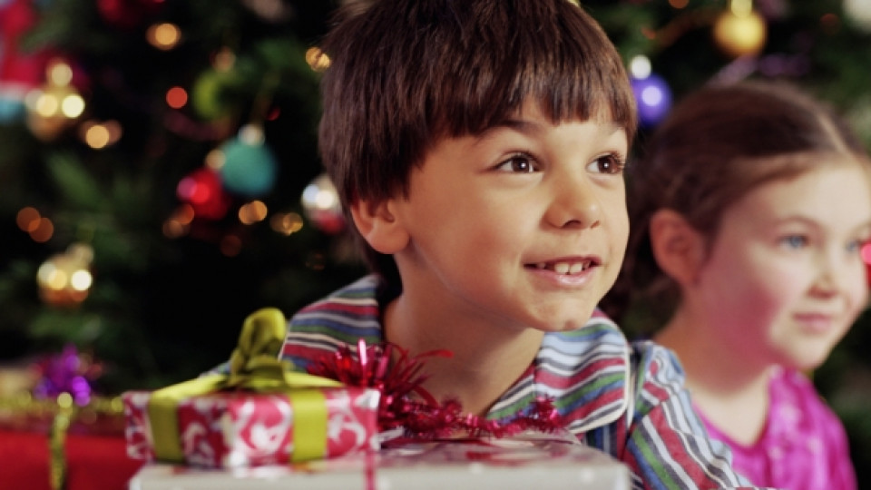 Кой дава повече пари за подаръци на Коледа