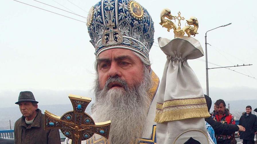 Смъртта на митрополит Кирил - заплахи, меки китки и източване на пари