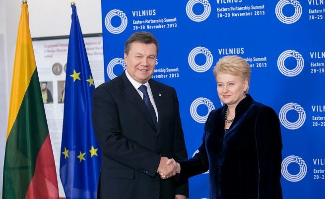 Далия Грибаускайте и държавният глава на Украйна Виктор Янукович по време на срещата във Вилнюс