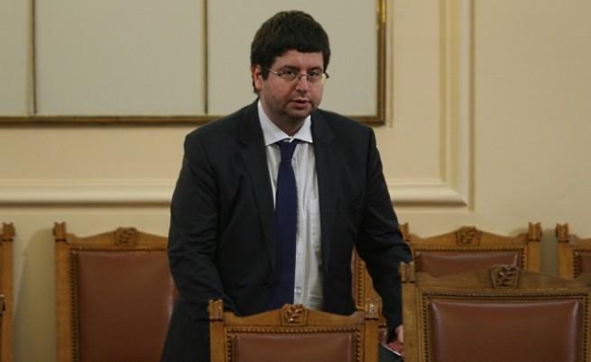 Новата ВЕИ такса ще служи за буфер в бюджета, Чобанов няма оценка за приходите от нея