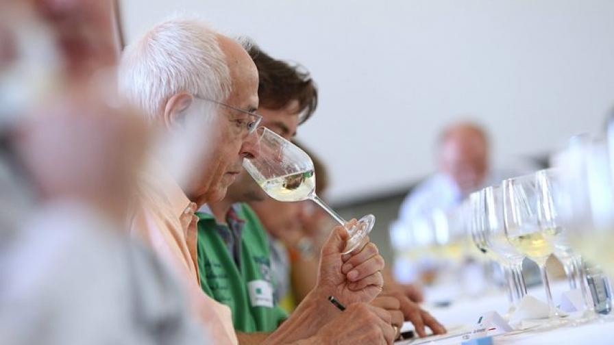 Червеното вино подобрява зрението