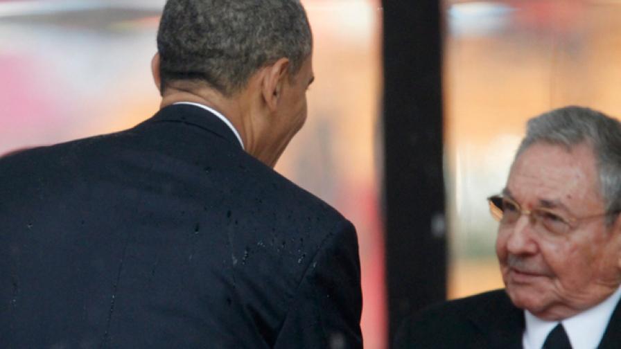 Ръкостискането между Барак Обама и Раул Кастро