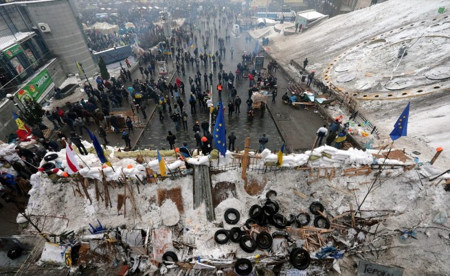 Протестиращите вдигат нови барикади в Киев