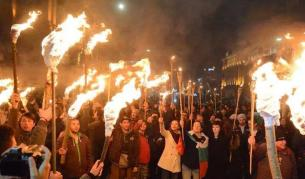 Факелното шествие