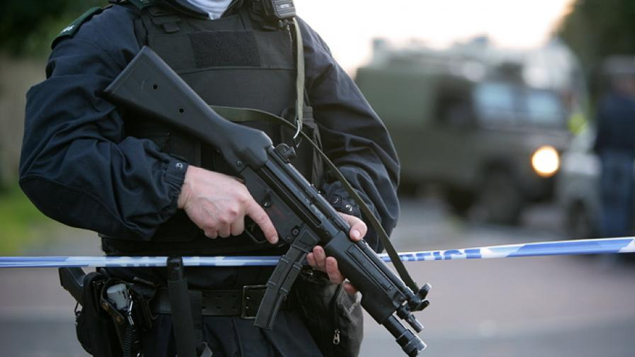 Евакуация в Белфаст заради запалителна бомба